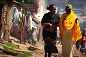 Jhpiego's Jane Otai talks with a Somali resident of a Nairobi slum