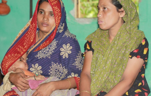 Bangladeshi mother, Minara Khan with her infant daughter Shira (left), who was resuscitated by a community health worker trained through Helping Babies Breathe.