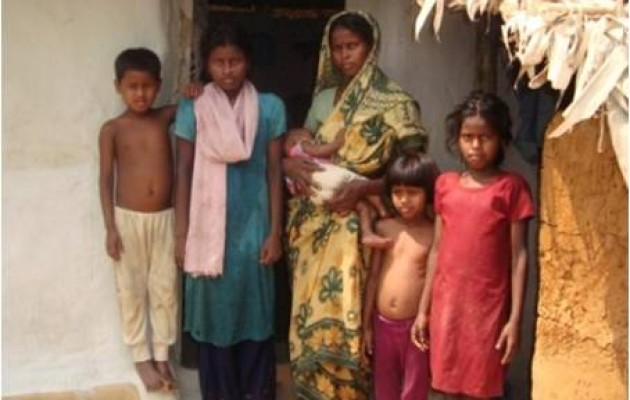 Women like Munni Manjari, pictured here with her five children, want help to safely plan the size of their families.