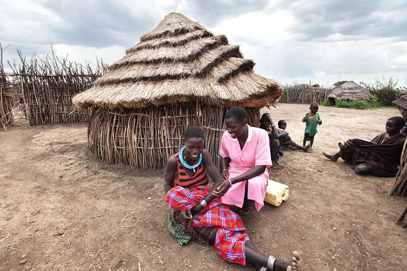 Rebecca and fellow midwife Kevin Bunangoamiya visit Dakele and her new baby boy.