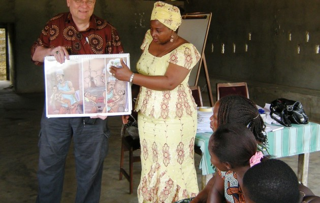 Jhpiego's malaria expert, Dr. Bill Brieger, shows a new flip chart on malaria prevention to a group of a women in Akwa Ibom State in Nigeria.