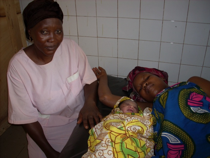 Midwives at the Ratouma Urban Medical Center help pregnant women give birth safely.