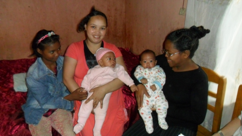 Midwife Agnes Haingo (far right) with Odile Razafinganahary (center), her twins Damas and Calist, and a family friend (left). Photo by Desire Narifara.