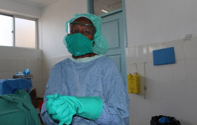 Singida, Tanzania—For Dr. Joseph Malunda, Medical Officer In-Charge of Singida Regional Hospital, rounds begin an hour earlier than regular reporting time. He visits all departments of the hospital to ensure that things are in order before the formal start of services.