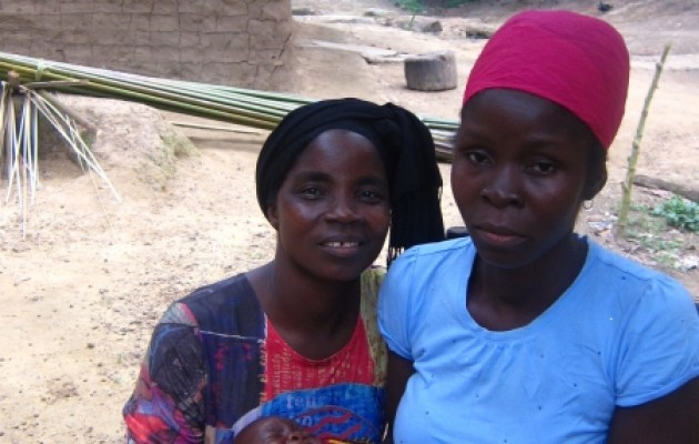 ejay Wonyou (left), a trained traditional midwife, persuaded Marthalin Dolo (right) to visit a health facility to prepare for a safe and healthy birth.