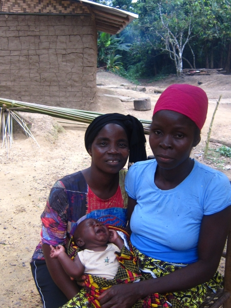Jejay Wonyou (left), a trained traditional midwife, persuaded Marthalin Dolo (right) to visit a health facility to prepare for a safe and healthy birth.