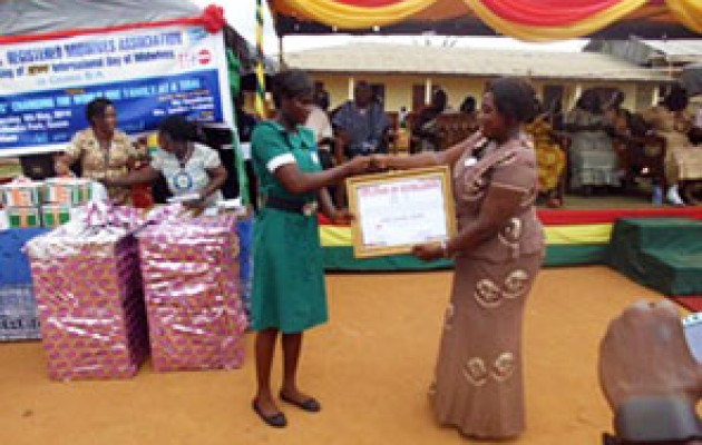 Raina Dizoal (left) receives her award from Ms. Georgina Afua Sam, the Regional Officer for Brong Ahafo Region for the Nursing and Midwifery Council of Ghana.
