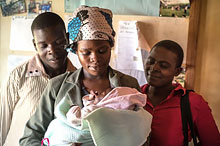 Kenyan family with newborn