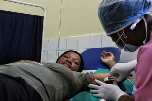 Midwife Sitraka inserting an implant