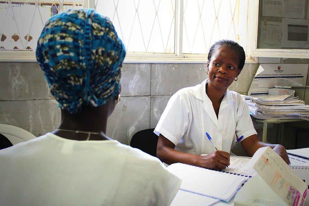 Nurse Celeste Machava and Cristina José discuss cervical cancer symptoms, screening and treatment during a medical consultation.